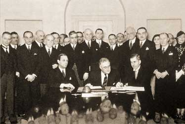 Signing of the Roerich's Pact (in centre: Franklin Delano Roosevelt)